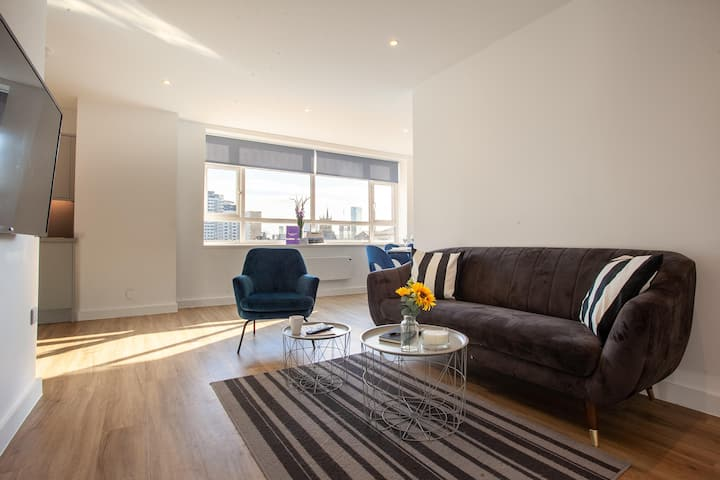Luxury, Spacious Apartment in Manchester Central By Pillo Rooms
