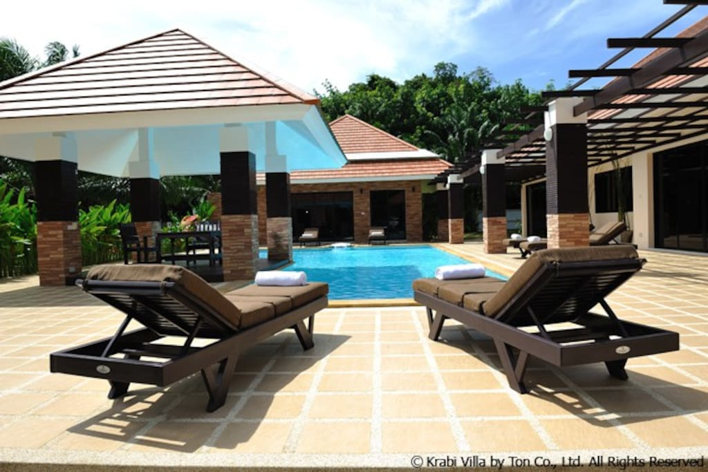 Baan Santi Luxury Holiday Pool Villa