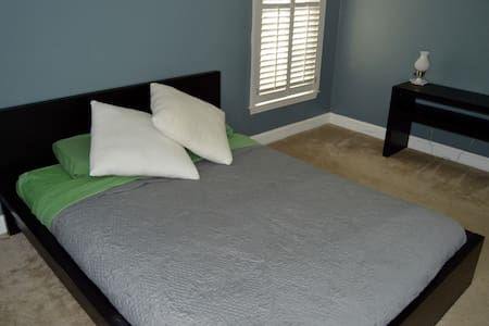 Spacious room near the center of Charlotte - Charlotte