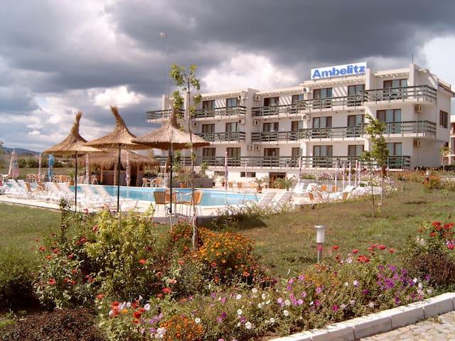Ambelitz Hotel