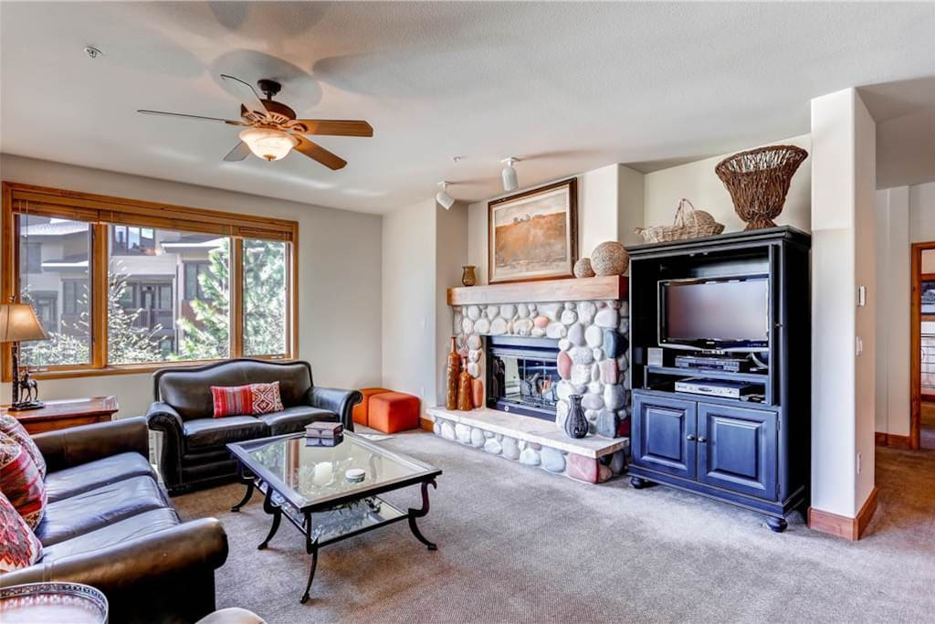 Couch,Furniture,Entertainment Center,Oven,Indoors
