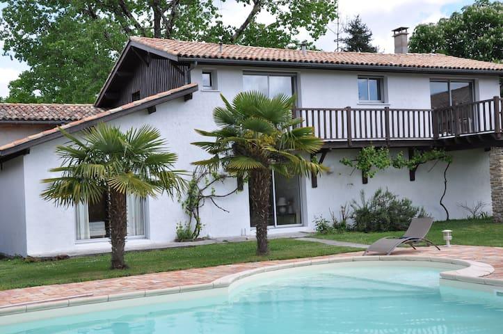 Maison avec grande piscine au calme - Le Barp - Hus