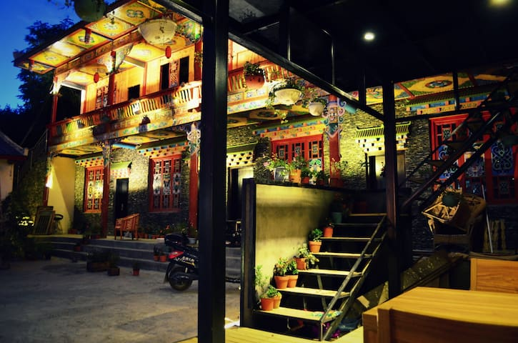 Timber Tibetan Twin Room 藏式木屋雙床房A - Aba - Bed & Breakfast