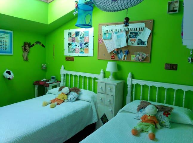 Habitación en el centro dos camas