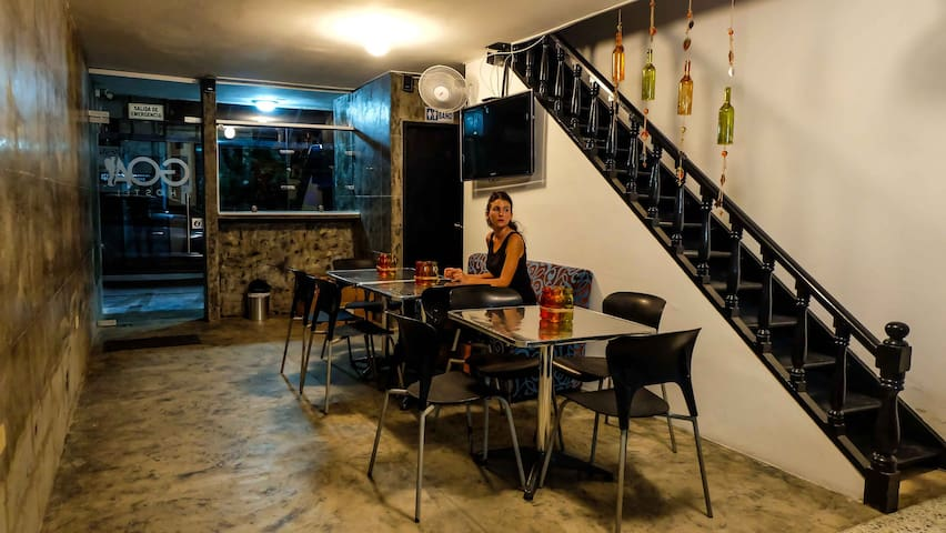 Bar de acceso al Hostel