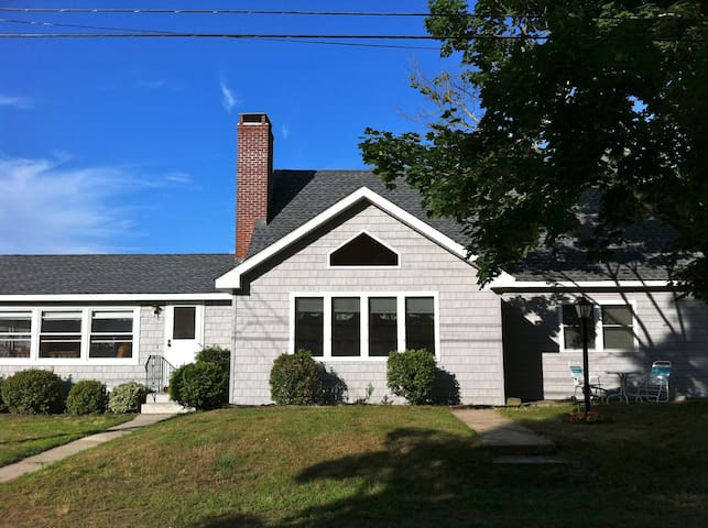 Spacious and beautiful home near beach - Old Lyme - Haus