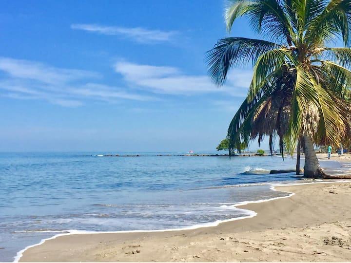 Playa, brisa y mar, cómodo apartamento en Coveñas