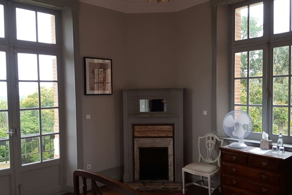 Cosy ensuite bedroom with a view bed breakfasts te for Albefeuille lagarde