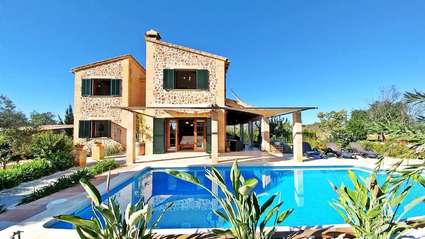 Lovely villa with pool and wifi in Inca