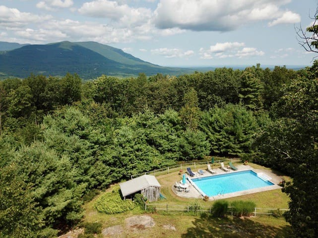 Sunset Studio in Woodstock w/ Large Pool