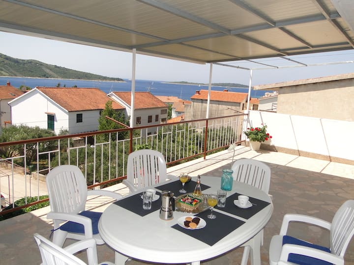 Blaža 6 - Apartment with a great terrace