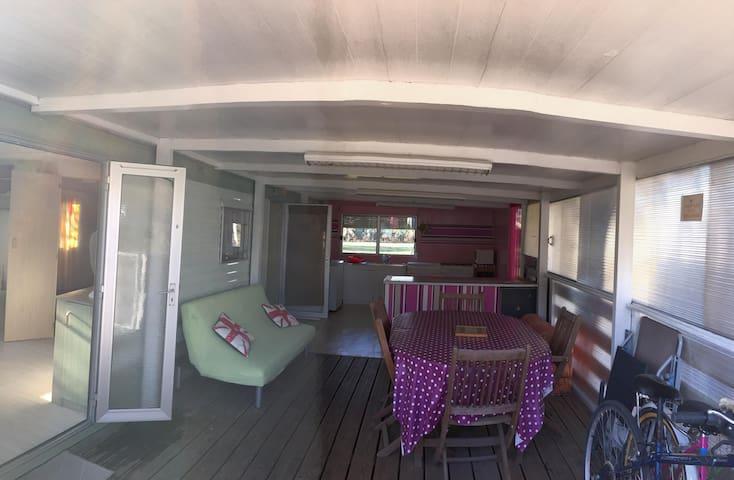 MOBIL-HOME + Terrasse aménagée 30m² - 6 personnes