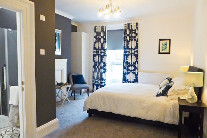 Rosalind House - Tethera - King Size with Ensuite