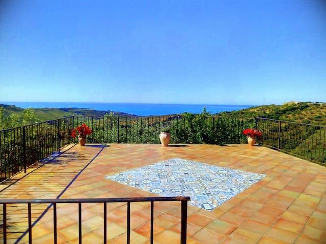 Casa vacanze con vista mare immersa in Oliveto