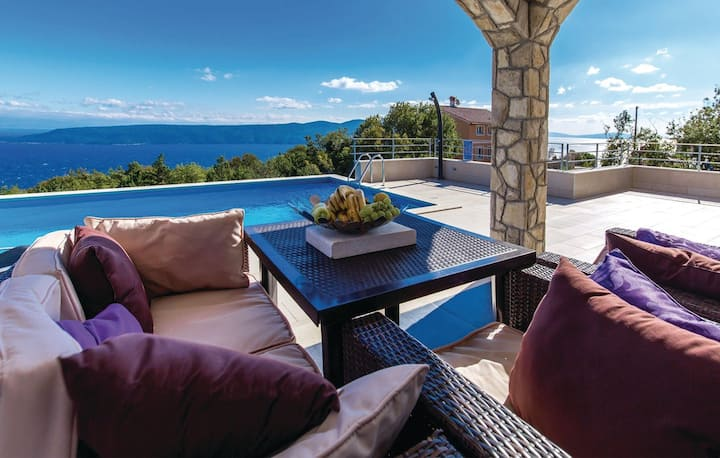 VillaBlu with amazing sea view pool and jacuzzi.