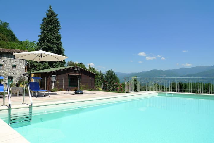 Villa with private pool, gym, large garden & views