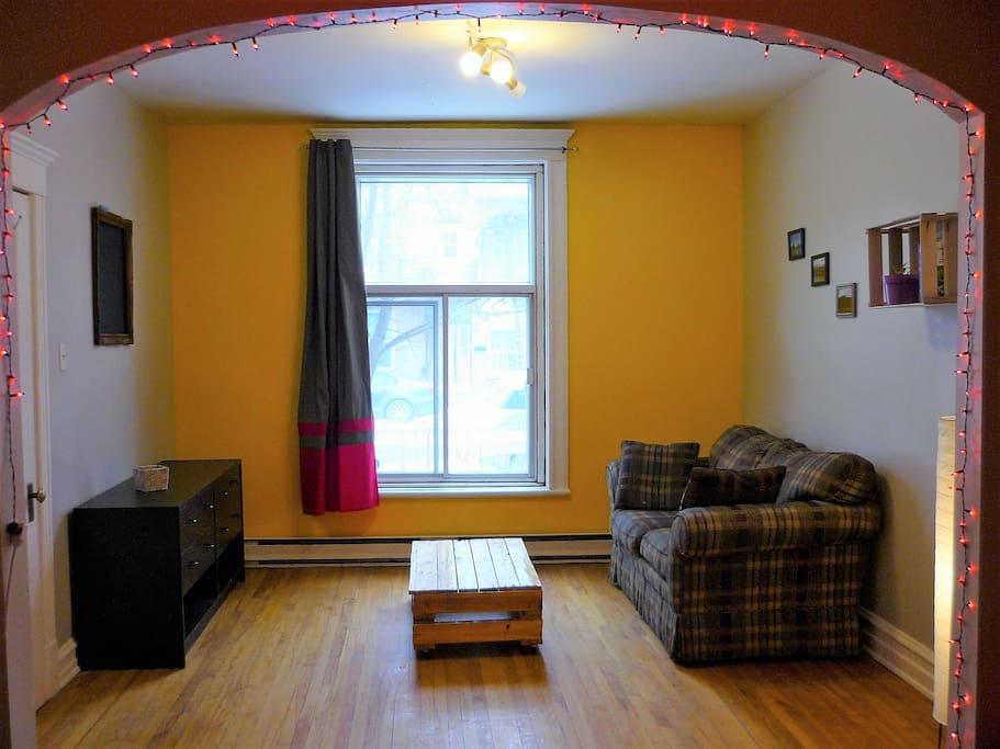 Chambre, partie salon 2