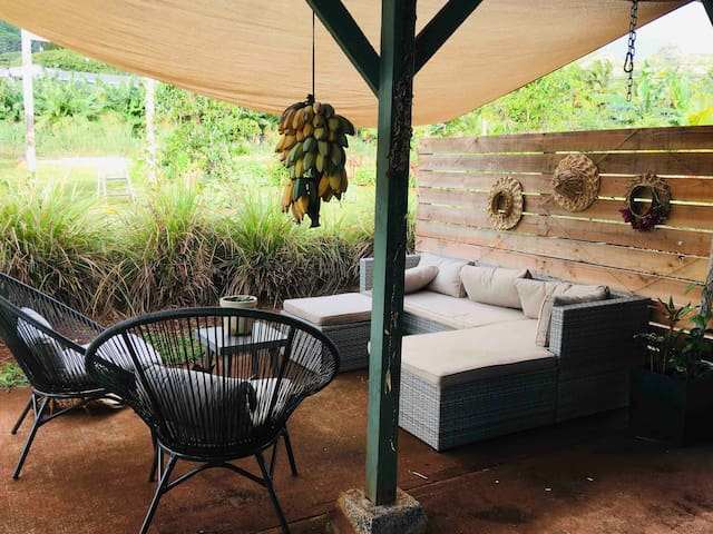 Front covered lounging area