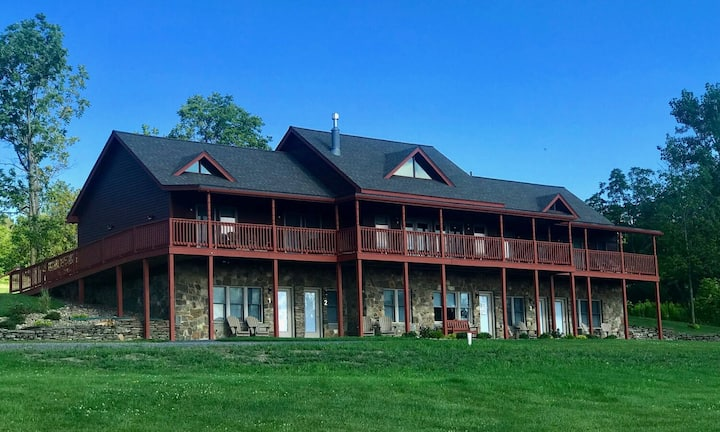 King Suite w/Onsite Brewery in the FLX