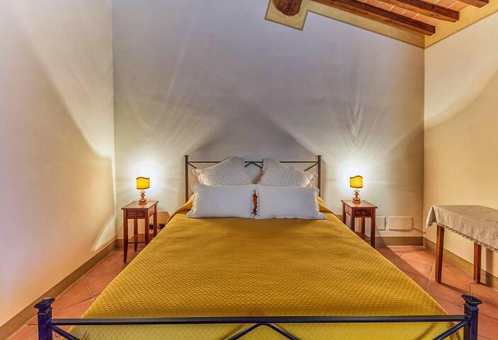 Leonardo bedroom