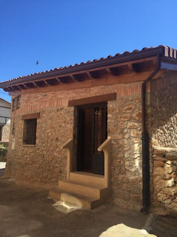 LOS CORRALES DE LA SIERRA - Pradillo - Casa