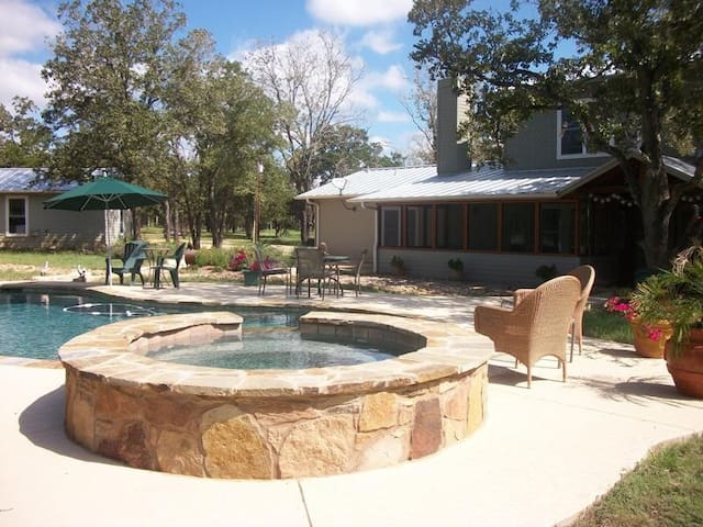 Secluded Home on 15 acres - Smithville - Casa