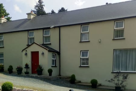 Donaskeha House, Laharn Cross, Mallow.  North Cork