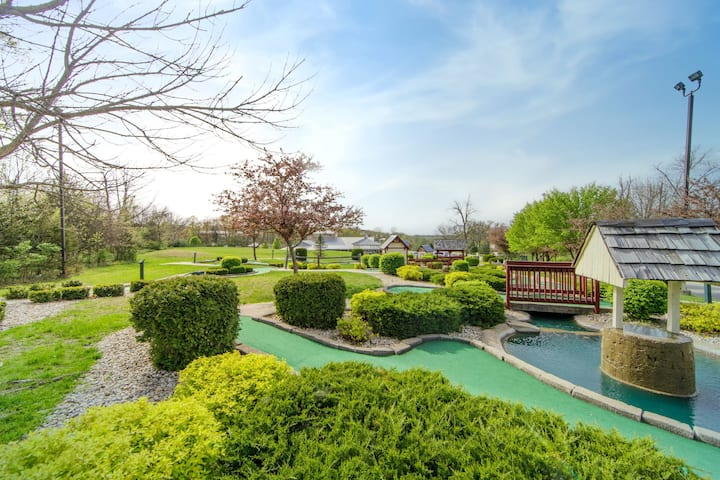 Studio with Access to AMAZING Amenities | Pools, Hot Tub, Games Room, and More!