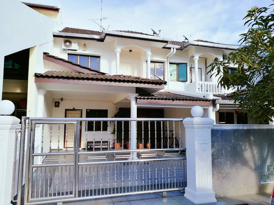 Exterior - Double storey house, big and spacious! 4 bedrooms!