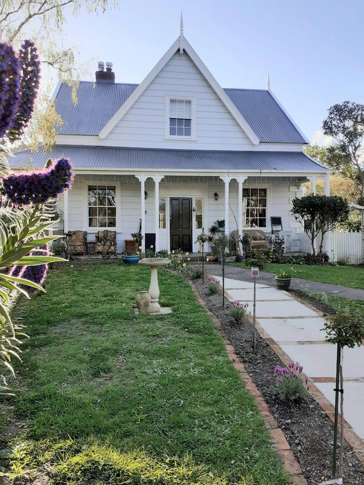 Charming Heritage Homestead (bedroom 1)