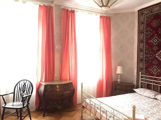 NL quiet room in a hip historical area