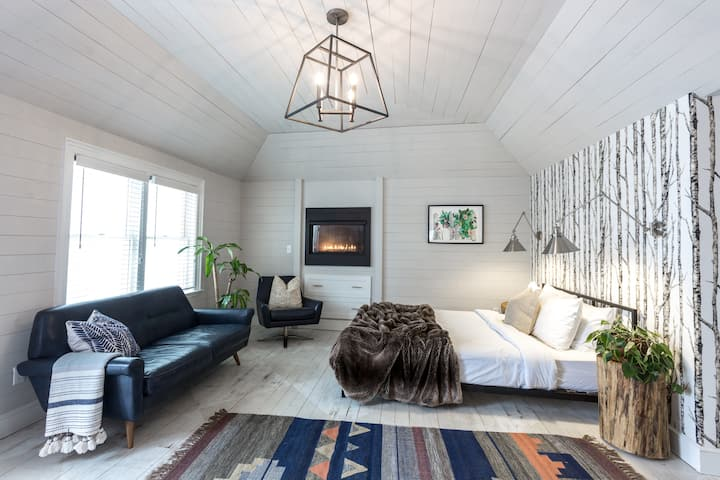 Cedar Lakes Estate Garden Suite 7