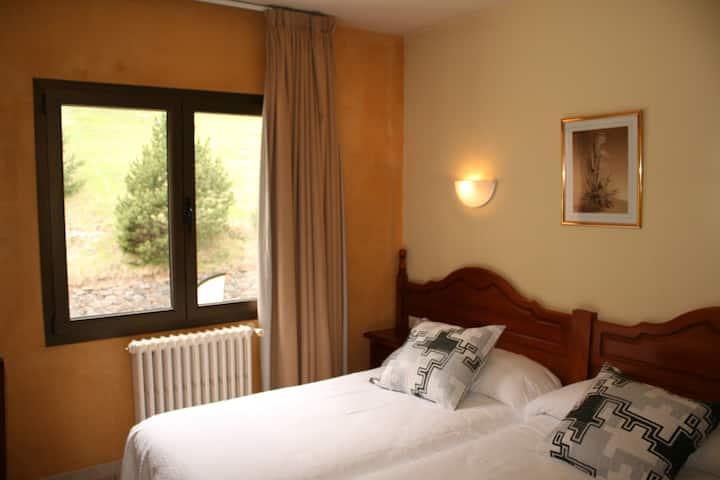Habitación doble dos camas La Cortinada en Ordino.