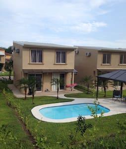 Awesome New 3 Bedroom Villa - Sleeps 6 - Tambor Beach - Haus