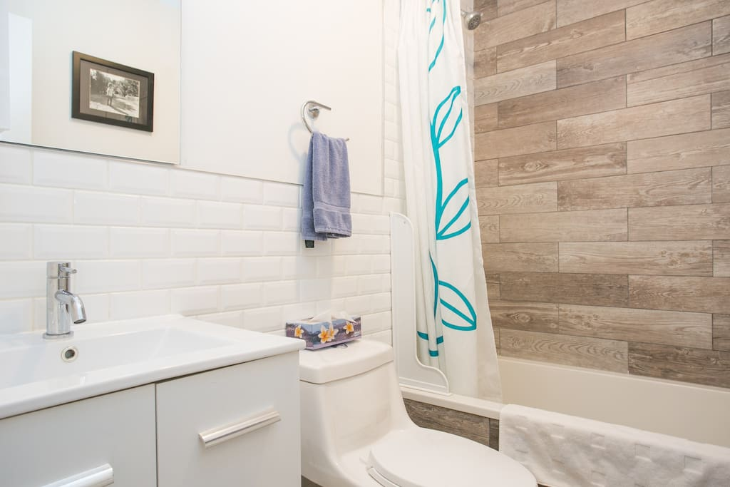 Your 1st brand new full bathroom with clean towels provided.
