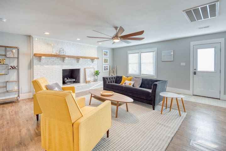 Cozy 3 Bedroom - Close to Airport and Downtown!