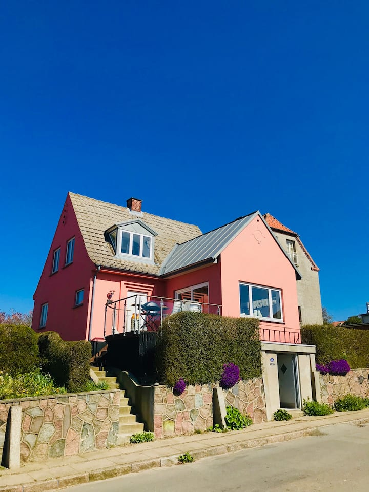Holiday cottage - 4 bedrooms - close to the beach