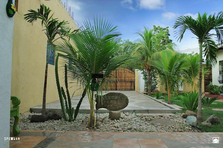 "Casa ""Villa Zapopan"" (POCHOMIL)"