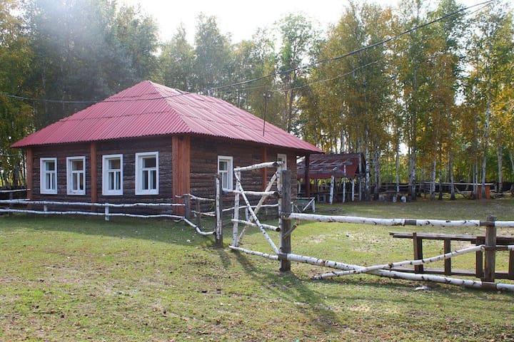 Домик в лесу у озера - Ozero Chepkul'