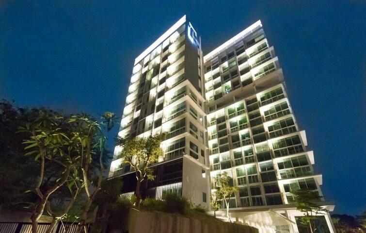 New Luxury Service Condominium with 2 Suite Rooms
