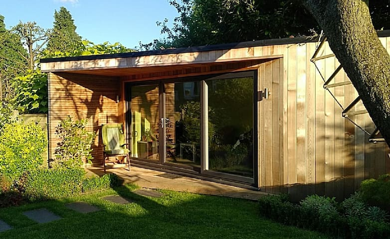 Garden retreat for 2 with own bathroom - Londra