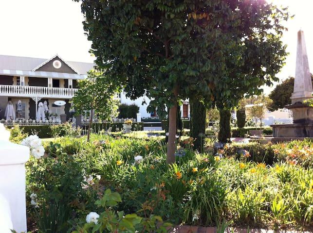 The Square - Bredasdorp - 家庭式旅館