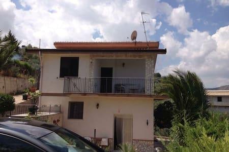 Sicilia PA villetta familiare - Misilmeri - Huvila