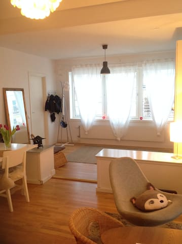 Family apartment close to ocean! - Saltsjöbaden - Byt
