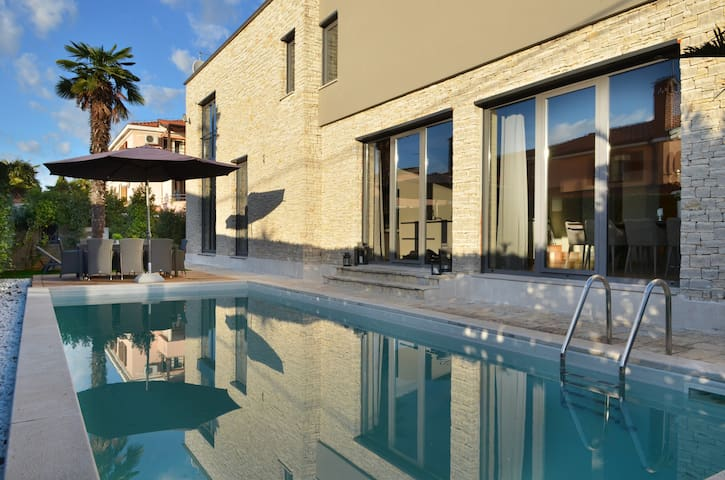 Luxus Villa Grey Porec mit Pool 4-14 Personen