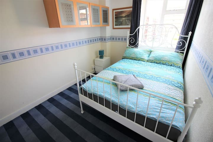 (LONG-C) Private room for 2 ppl near river side
