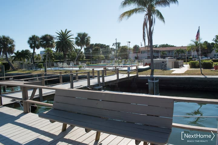 Pool, Quiet, with a Pier/Close to Beach