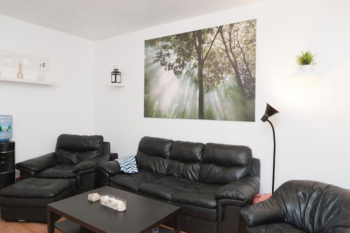 Private Room in Best Location!!