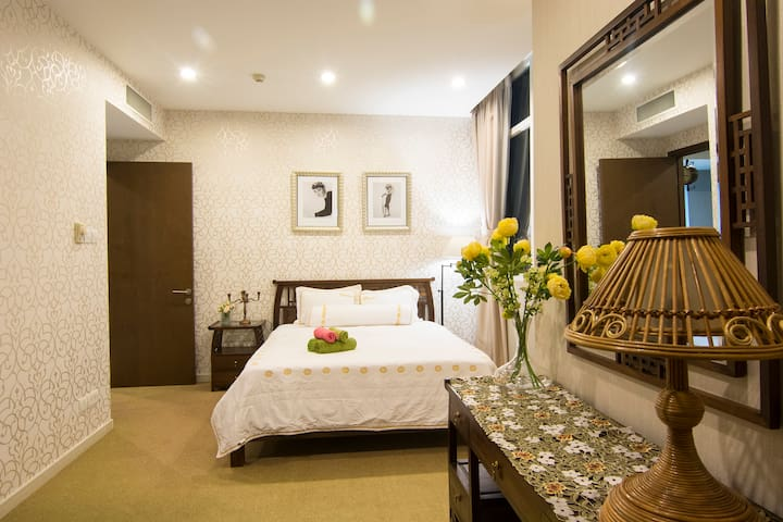 Nightlife in The Central - Homestay 8.6- BT Tower - Quận 1 - Apartment