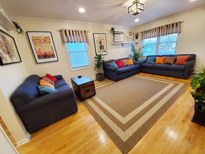3-LEVE LARGE HOUSE/CLOSE TO NYC, STAMFORD, BEACH